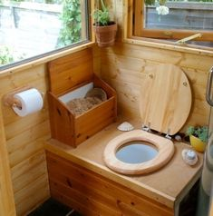 Tiny Cabin is Off Grid Luxury on a Budget Yep, a Humanure composting toilet in a trailer wagon.Yep, a Humanure composting toilet in a trailer wagon. Outhouse Bathroom, Tiny House Bathroom, Tiny Bathrooms, Wooden Bathroom, Bathroom Rugs, Small Bathroom, Yurt Living, Tiny House Living, Living Rooms