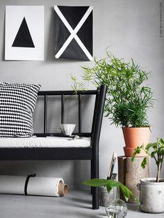Den skandinaviska enkelheten får nu ett stiligt nytillskott: Den formstarka BJÖRKSNÄS soffan i grafisk svärta som här tar plats i en djungel av gröna växter. Teen Basement, Ikea Plants, Swedish Design, House Colors, Nook, Living Room Designs, New Homes, Cushions, Interior Design