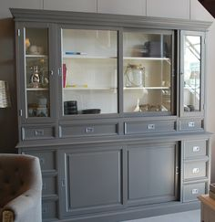 Prachtige vitrinekast met glazen zijwanden. Van meubels en meer China Cabinet, Dining Room, Storage, Kitchen, Furniture, Home Decor, Ideas, Houses, Cabinets