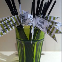I've decorated these black straws for my Garden Party. I think they look great!
