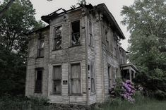 The Cater House Estate in Buffalo, New York, was home to a local sheriff who shot himself after the place went into foreclosure in 1968. The house has remained vacant ever since, but locals claim they regularly hear voices coming from it.