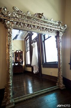 Want a nice antique mirror for my living room! House Design, Decor, Beautiful Mirrors, Vintage Mirrors, Home, Ornate Mirror, Floor Mirror, Mirror Reflection, Home Decor