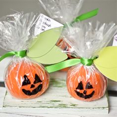 Playdough pumpkins are easy to make. NO COOK recipe included. Your kids and their friends will love them! Free printable leaf tags.