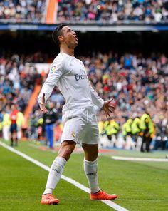 Ronaldo's return to Real Madrid. – Football- The Beauty. Real Madrid Cristiano Ronaldo, Cristino Ronaldo, Cristiano Ronaldo Wallpapers, Cristiano Ronaldo Juventus, Cristiano Ronaldo Cr7, Juventus Fc, Portugal National Football Team, Ronaldo Quotes, Milan