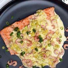 Filet de saumon et sa fondue de poireaux au curry et crevettes grises
