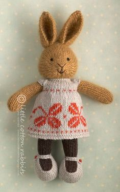 OMG, I love these knitted bunnies and other animals (even and elephant!). I have to make some!! http://littlecottonrabbits.typepad.co.uk/my_weblog/2013/05/knitted-bunny-patterns.html