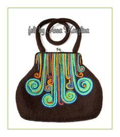 Felted bag by Anna Kovylina Wet Felting, Needle Felting, Felt Purse, Art Bag, Fibre Textile, Fibre Art, Wool Applique, Felt Art, Felt Crafts