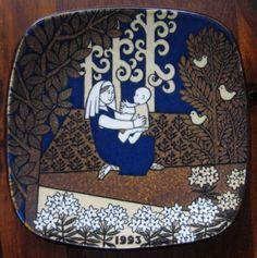 1993 Arabia Finland Kalevala annual plate designed by Raija Uosikkinen Uppsala, Plate Design, Ceramic Plates, Mother And Child, Finland, Mythology, Scandinavian, Porcelain, Helsinki