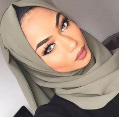Her eyes are sooo pretty! 😍Yay or nay? Love Makeup, Makeup Looks, Hair Makeup, Muslim Fashion, Hijab Fashion, Sabina Hannan, Beauty Around The World, Pakistani Bridal Wear, Hijab Tutorial