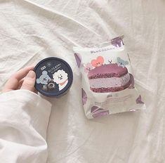 Cute Snacks, Cute Desserts, Korean Aesthetic, Aesthetic Food, Gray Aesthetic, Japanese Snacks, Japanese Food, Kawaii Dessert, Asian Snacks