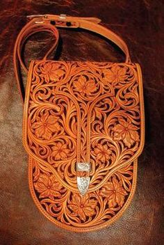 Saddlebag purse by mixed-media artist James F. Don't know if it's real or just the artists' imagination.but this bag definitely does it for me! Leather Carving, Leather Art, Leather Design, Leather Tooling, Leather Purses, Leather Handbags, Tooled Leather, Tan Leather, Leather Accessories
