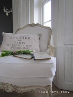 Bed and Breakfast Room 17 French Decor, French Country Decorating, French Chairs, Cozy Corner, French Country Style, Take A Seat, Vintage Furniture, Dream Furniture, My Living Room