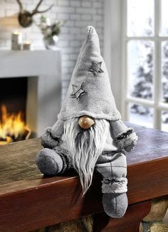 Gnomes, Tomte, Nisse or Tonttu. In Scandinavian countries, these little creatures guard your home. In Swedish, their name comes from the old word tomt which me Christmas Gnome, Christmas Projects, Christmas Ornaments, Christmas Kitchen, Felt Crafts, Holiday Crafts, Navidad Diy, Theme Noel, Scandinavian Christmas