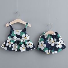 Best 12 Baby / Toddler Summer Floral Print Strappy Top and Shorts with Hat Set – SkillOfKing. Cute Baby Dresses, Toddler Girl Dresses, Cute Baby Clothes, Little Girl Dresses, Girls Frock Design, Baby Dress Design, Baby Girl Dress Patterns, Baby Girl Frocks, Frocks For Girls