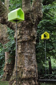 TISCHLEREI SOMMER Vogelhaus aus Holz, farbig lasiert #Vogelhaus #Garten #Design #Vogelfutterhaus