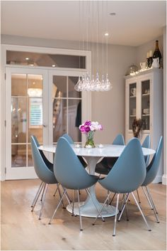 Little Miss Homes, Kitchen, Drop Chair, Arne Jacobsen, Saarinen Tulip Table
