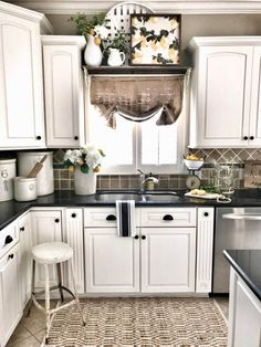 Kitchen Makeover I like what they did above the sink I also have that kind of room! A Fresh Approach to Farmhouse Design - Farmhouse kitchen backsplash ideas that are both welcoming and functional. Check out the best designs and enhance your kitchen! Kitchen Cabinets Decor, Farmhouse Kitchen Decor, Kitchen Redo, Farmhouse Design, Kitchen Backsplash, Country Kitchen, New Kitchen, Backsplash Ideas, Kitchen Ideas