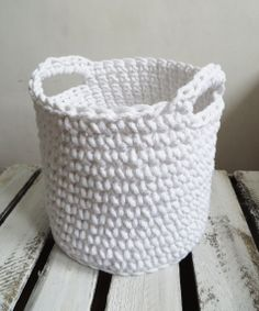 Crochet basket with handles, white
