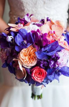 Daily Wedding Flower Inspiration (New!) http://www.rosamellovestidos.com