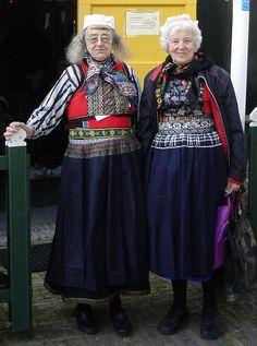 Marker klederdracht zware rouw #NoordHolland #Marken