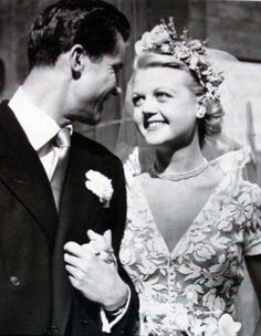 Angela Lansbury and Peter Shaw at their wedding in Classic Hollywood Stars. Angela Lansbury, Hollywood Couples, Celebrity Couples, Celebrity Wedding Dresses, Celebrity Weddings, Famous Wedding Dresses, Celebrity Wedding Photos, Celebrity Style, Classic Hollywood