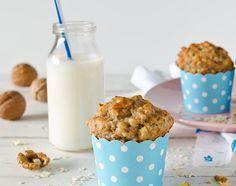 Haferflocken Muffins ohne Mehl & ohne Zucker sind das ideale gesunde Frühstück to go. So tappen auch Morgenmuffel nicht in die Zuckerfalle beim Bäcker.
