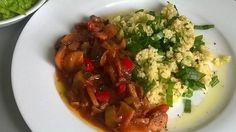 Kytičkový den - Pikantní zeleninová směs s kuskusem Žampiony orestuvat na oliv.oleji,pak přidávat drcený česnek,barevnou papriku,řapík celeru,rajčata,cuketu,osolit,opepřít drceným pepřem,zakápnout worcestrovou omáčkou,pro šťávu přidát trochu drc. rajčat a lehce podusit. Nakonec posypat nasekanou petrželkou Kuskus je s kořením Mahá,oliv. olejem a medvědím česnekem Detox, Good Food, Beef, Vegan, Red Peppers, Meat, Ox, Clean Eating Foods, Ground Beef