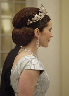 Very interesting idea with the crown and hair tucked up under. If I could get the bottom curled and tucked under like that, I'd be SET!