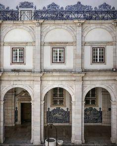 162 vind-ik-leuks, 3 reacties - Kotomi Yamamura (@kotomicreations) op Instagram: 'Monastery of São Vicente de Fora, Lisbon. . . #lisbon #lisboa #church #igreja #monastery…'