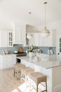 Home Interior Layout .Home Interior Layout Home Decor Kitchen, Kitchen Interior, Home Interior Design, Home Kitchens, Interior Modern, Design Kitchen, U Shape Kitchen, Kitchen Dining, Beach Cottage Kitchens