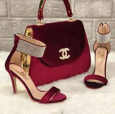 Just like the blue version of the chanel bag and chanel heels 💖💖 Pretty Shoes, Beautiful Shoes, Cute Shoes, Fashion Bags, Fashion Shoes, Fashion Accessories, Fashion Ideas, Sac Michael Kors, Shoe Boots