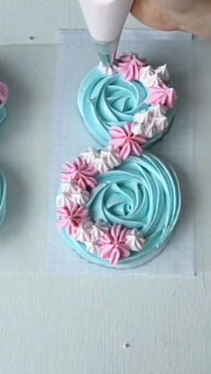 Professional Cake Decorating, Creative Cake Decorating, Cookie Decorating, Cake Decorating Frosting, Cake Decorating Techniques, Cake Decorating Tutorials, Meringue Cookie Recipe, Meringue Desserts, Rose Meringue Cookies