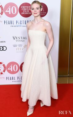Elle Fanning Wore Ralph Lauren Collection To The London Critics' Circle Film Awards 2020 Elle Fashion, Star Fashion, Fashion Trends, Celebrity Red Carpet, Celebrity Style, Celebrity Photos, Circle Film, Dakota And Elle Fanning, Vestidos
