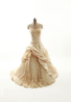 Ball Gown Taffeta Sleeveless bridal gown. Oh my, love this !