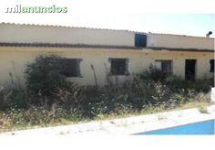 Vivienda en planta baja para reformar en Monserrat, a 30 Km de Valencia. Cuenta con una superficie de 83 m� distribuidos en sal�n-comedor, 3 dormitorios, cocina y ba�o. Le corresponde el uso exclusivo de la parcela de 1147m� que rodea la vivienda.  DATO