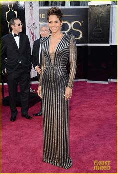 Halle Berry - Oscars 2013 Red Carpet | halle berry oscars 2013 red carpet 01 - Photo Gallery | Just Jared
