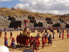 Inti Raymi es una antigua ceremonia religiosa andina en honor al Inti (el padre sol), que se realiza cada solsticio de invierno en los Andes.