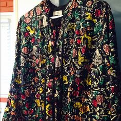 ❤️Vintage Evening Jacket with Sequins! ❤️ Glamorous vintage evening jacket with delicate sequins, mandarin hooks down the front, and two pockets. Pristine condition, worn once by great aunt. Handmade is Taxco, Mexico! Black with gorgeous eye-popping colors! Vintage Jackets & Coats