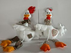 Free pattern - scroll far down Dyi Crafts, Felt Crafts, Fabric Crafts, Arts And Crafts, Weird Birds, Sewing Projects, Projects To Try, Felt Snowman, Chickens And Roosters