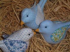 Pássaros confeccionados em tricoline 100% algodão  Cores e estampas opcionais  Asas bordadas a mão (opcional)    VALOR UNITÁRIO