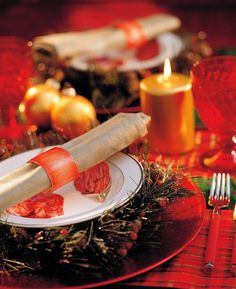 25 Christmas Table Setting Ideas - TownandCountrymag.com
