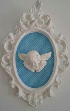 Moldura Provençal com Tecido Azul Poá e Aplique de Anjo