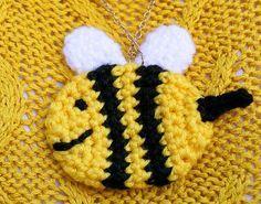 Bee crochet pendant free pattern