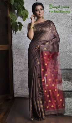Contemporary Matka Silk Saree in English Brown and Red Khadi Saree, Silk Sarees, Women Clothing Stores Online, Beautiful Saree, Indian Designer Wear, Saris, Saree Collection, Cotton Saree, Indian Sarees