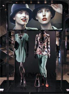 Portal UseFashion - Visual Merchandising Window Display Design, Store Window Displays, Retail Windows, Store Windows, Fashion Displays, Retail Concepts, Retail Merchandising, Retail Space, Box Design