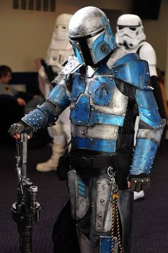 If this is you comment with your Mandolorian name please. Mandalorian Costume, Mandalorian Armor, Male Cosplay, Cosplay Costumes, Star Wars History, Star Wars Rpg, Cartoon Girl Drawing, Star Wars Costumes, Ewok