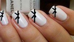 Beautiful Bows / 22 DIY Minimalist Monochrome Manicures (via BuzzFeed)