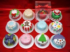 tin can xmas cake Mini Christmas Cakes, Christmas Cake Designs, Christmas Cake Decorations, Christmas Sweets, Christmas Minis, Holiday Cakes, Christmas Cooking, Christmas Goodies, Christmas Time