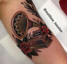 Trendy Tattoo Music Old School Style 26 Ideas Gramophone Tattoo, Girls With Sleeve Tattoos, Girl Tattoos, Tattoos For Guys, Tatoos, Tattoos Musik, Music Tattoos, Feather Tattoos, Tattoo Ideas