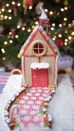 4645846e9636f 11 Gingerbread House Hacks for the Holidays